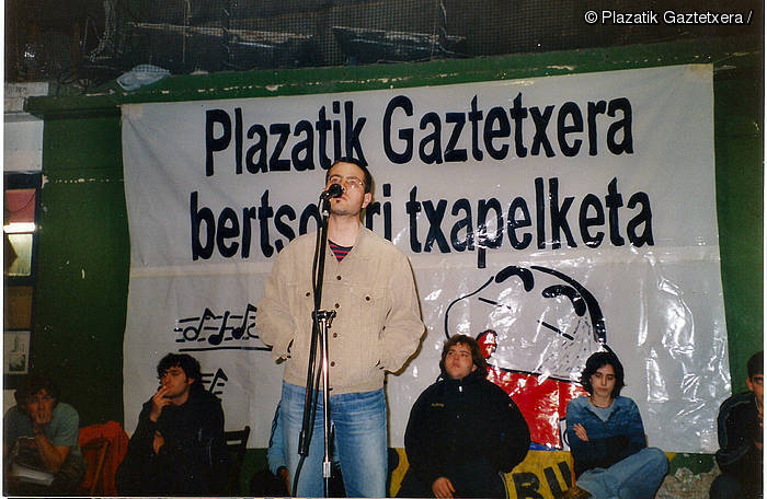 Gaztetxeak plaza bihurtuta